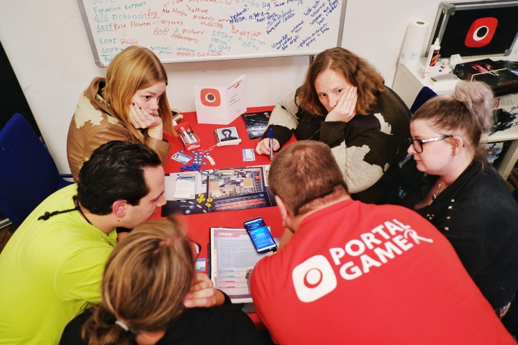 Portal Games Detective: A modern Crime Board Game, being explained by our Dutchyoda.