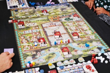 One of the newest titles out for play, Gùgōng from Game Brewer. Quite a busy main board, but it does looks wonderful