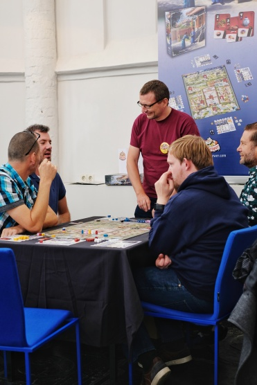 Discussing board games and having a laugh, the best thing right? Gùgōng by Game Brewer