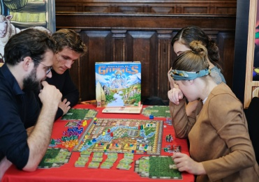 The hit from last year's Spiel, Ganges or out loud, Rajas of the Ganges. Now by 999 Games in Dutch