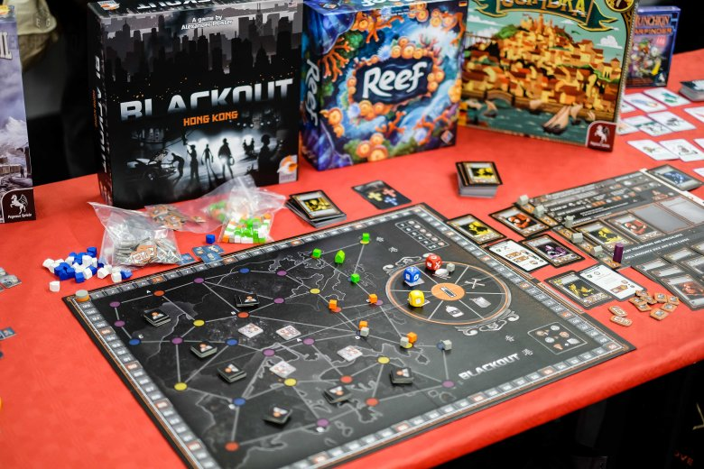 Spiel 2018 Black out Hong Kong by Eggertspiele
